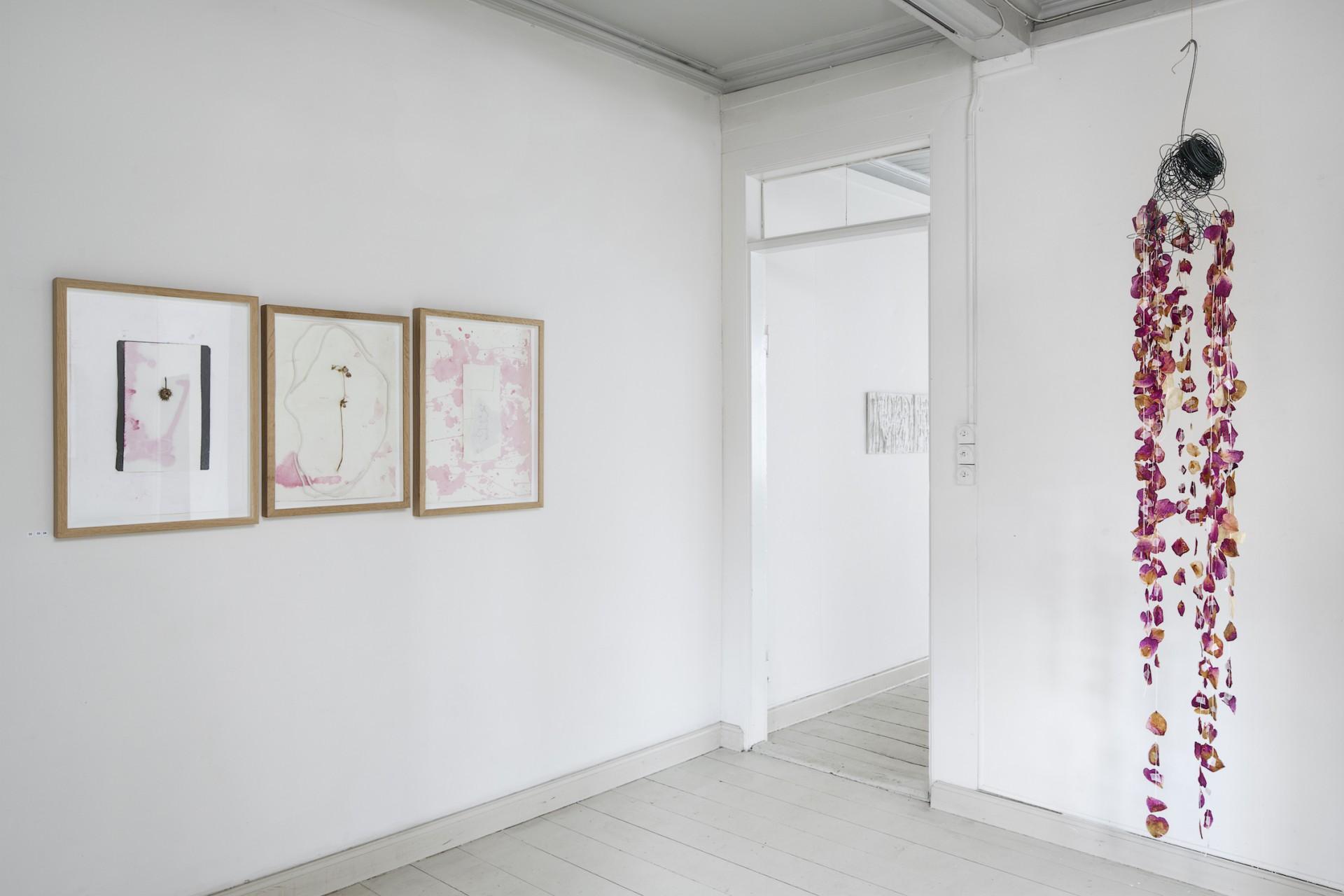 Kirstine Vaaben <i>Papirarbejder og Skulptur,</i> Clausens Kunsthandel, 2015